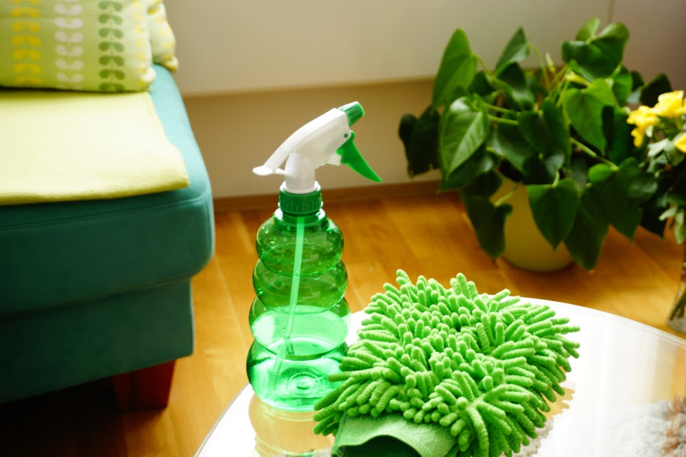 SPRING CLEANING & HOW TO DECIDE WHAT TO THROW AWAY